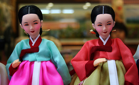Korean dolls dressed in hanbok