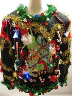 6-HODGEPODGE9ed2d_ugly-sweaters-crazy-decorations