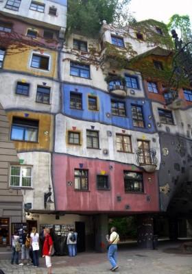 Hundertwasserhaus-Vienna-Austria-620x885