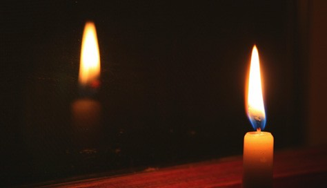The Electrifying Colors of Candlelight