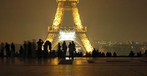 Landmark Color: The Eiffel Tower's True Hues